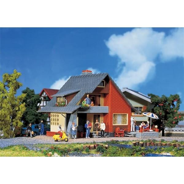 faller maison a balcon 131225 ho boutique du train. Black Bedroom Furniture Sets. Home Design Ideas
